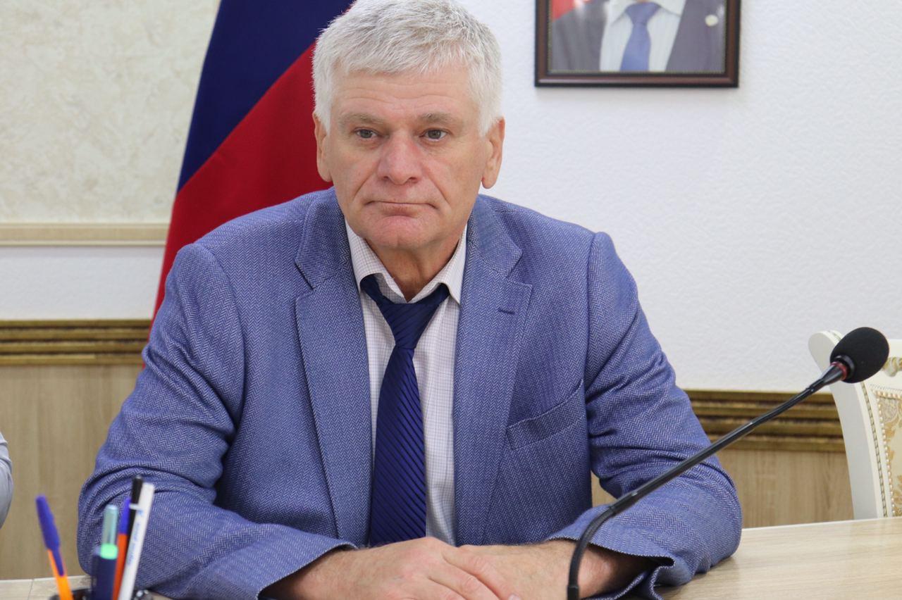 Глава Кизилюртовского района Рустам Татарханов поздравляет с профессиональным праздником воспитателей и всех работников детских садов